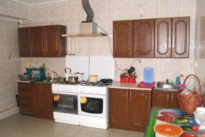 Автобусом к морю из Тулы в Витязево гостевой дом ПОЛИНА кухня