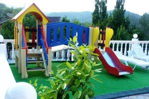 Автобусом к морю из Тулы в Лермонтово гостевой дом АЭЛИТА детская площадка