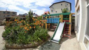 Автобусом к морю из Тулы в Витязево гостиница ВОЯЖ+ детская площадка