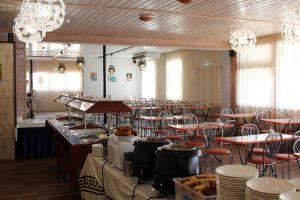 Автобусном к морю из Тулы в Благовещенскую база отдыха БЕЛЫЙ БЕРЕГ обеденный зал