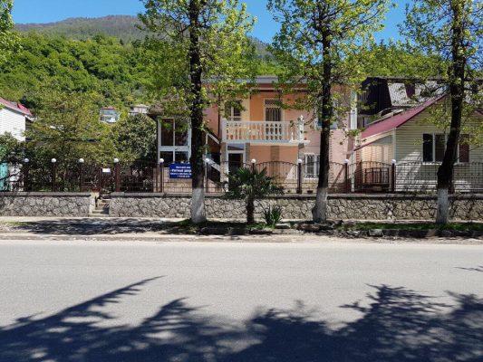 Автобусом к морю из Тулы в Абхазию Гагры мини-гостиница У АННЫ розовый дом