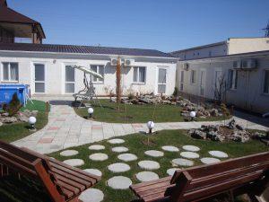 территория 2 Гостевой дом «РИФ» Заозёрное Евпатория Крым Автобусом к морю