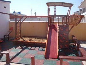 детская площадка Гостевой дом «РИФ» Заозёрное Евпатория Крым Автобусом к морю