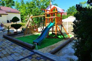 Автобусом к морю из Тулы в Витязево - гостевой дом BELLAGIO RESORT детская площадка