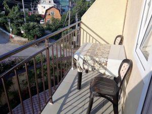 Автобусом к морю из Тулы в Новомихайловский частная гостиница УЮТНЫЙ ДОМ балкон