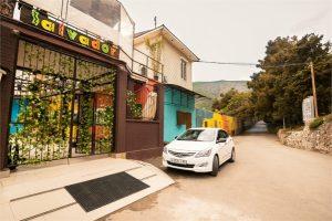 Автобусом к морю из Тулы в Крым Партенит Алушта мини-отель САЛЬВАДОР вид с улицы