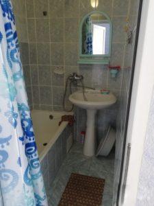 Автобусом к морю из Тулы в Лазаревское гостиница ЗАКАТ ванная комната