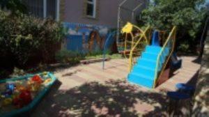 Автобусом к морю из Тулы в Голубицкую гостевой дом ВАЛЕНТИНА детская площадка