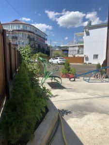 Автобусом к морю из Тулы в Лермонтово гостевой дом КАРАМЕЛЬ балкон территория