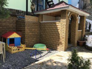 Автобусом к морю из Тулы в Крым Судак гостевой дом ВАЛЕРИЯ детская площадка