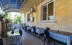 Автобусом к морю из Тулы в Кабардинку дом ЛАКИС летняя столовая