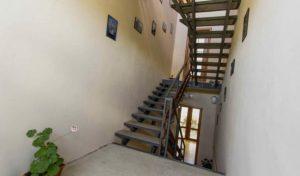 Автобусом к морю из Тулы в Крым Судак гостевой дом ФОРНИКС лестница